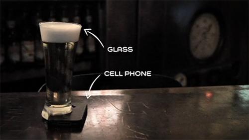 cerveza sobre el movil